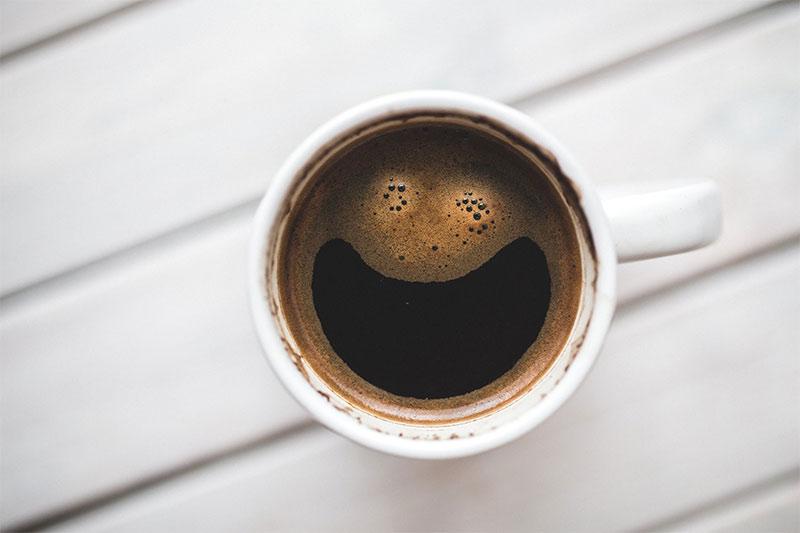 gledanje-u-solju-kafe