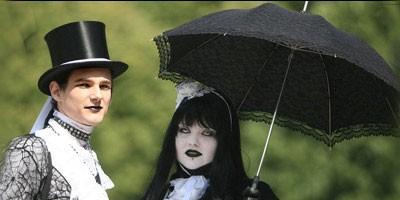 Stigla na venčanje u mrtvačkom sanduku, sanduk je kasnije pretvoren u sto  %Post Title