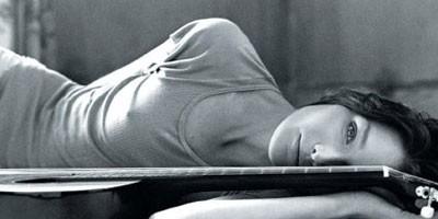 Fotografija gole Karle Bruni na aukciji