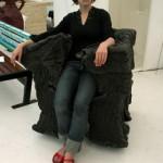 U zagrljaju fotelje