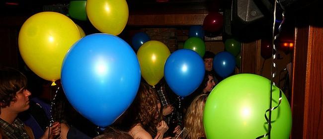 Voli balone kao da su mu deca!