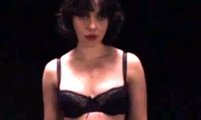 Scarlett Johansson je seksi vanzemaljka