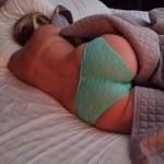 Lepe devojke u krevetu