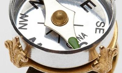 Prsten koji ima kompas