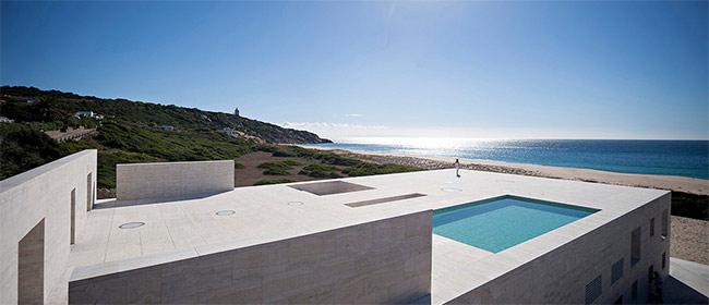 Minimalistička kuća na moru