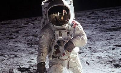 Špijunska baza na Mesecu