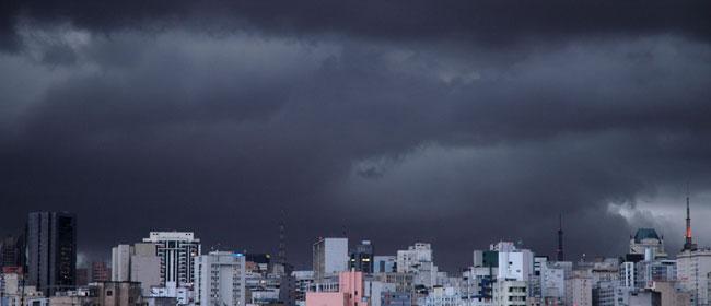 Danas toplo, sparno, uveče grmljavina i kiša
