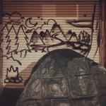 Umetnik crta oko beskućnika