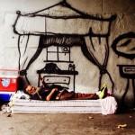 Umetnik crta oko beskućnika  %Post Title