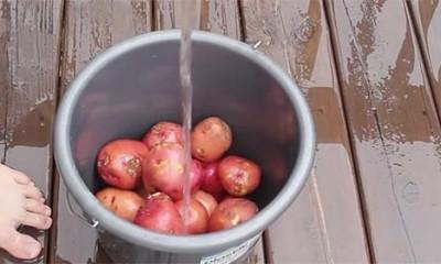 Kako da MUŠKI oljuštite krompire  %Post Title