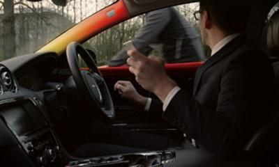 Jaguar čuva bicikliste i motoriste