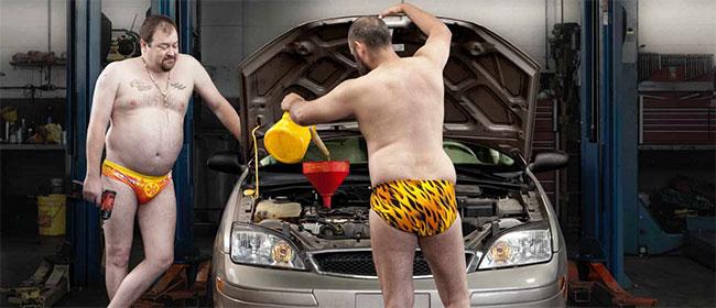 Goli automehaničari