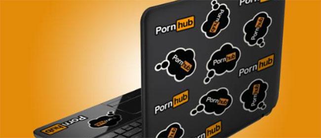 Pornhub kupio novi laptop klincu