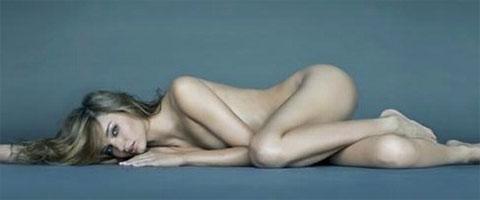 Ponovo gola Miranda Kerr