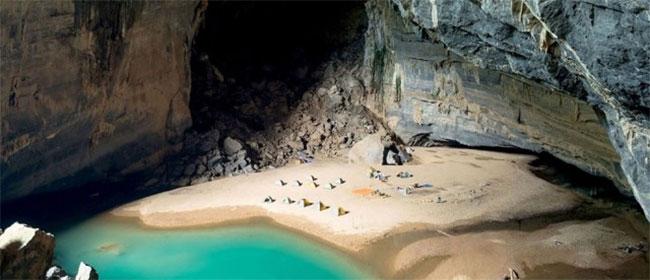 Skrivena plaža u pećini
