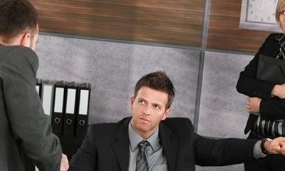 Muškarci se foliraju na poslu  %Post Title
