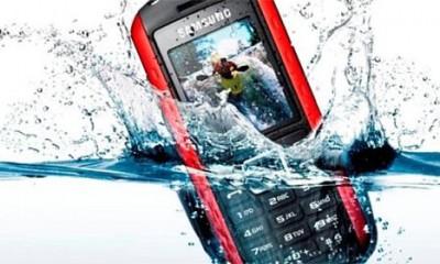 Šta kada telefon upadne u vodu  %Post Title