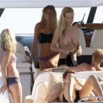 Toples na brodu sa Kate Moss