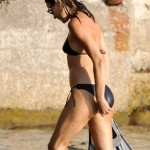 Carla Bruni u bikiniju  %Post Title