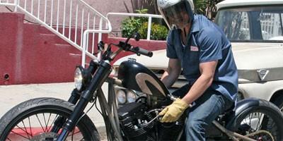 Brad Pitt kupuje novi motor u Japanu