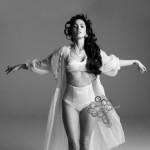 I Megan Fox raširila noge
