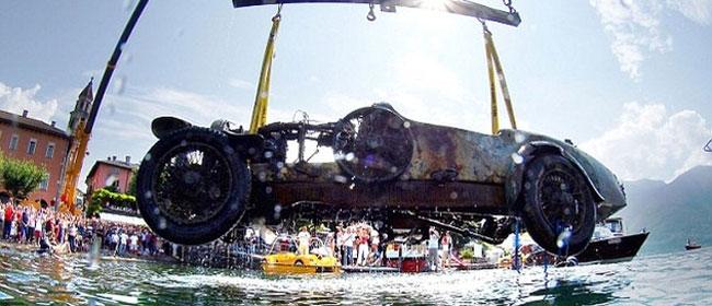 Bugatti izvađen sa dna jezera posle 70 godina