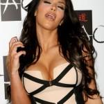 Kim Kardashian predstavila svoje grudi  %Post Title