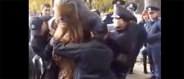 Stvar se komplikuje: Chewbacca uhapšen u Ukrajini