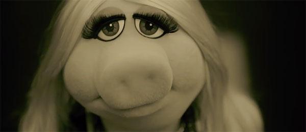 Miss Piggy peva Helo