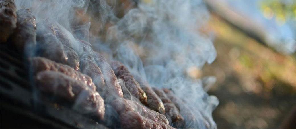 Slanina izaziva rak, ali roštilj je još gori