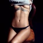 Poprilično gola Rihanna  %Post Title