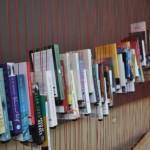 Viseća polica za knjige