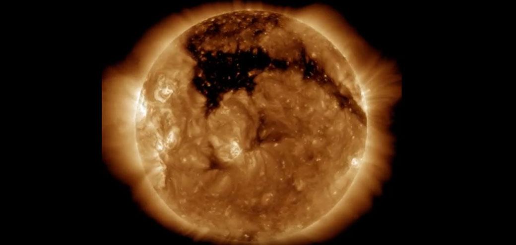 Slika: Ogromna rupa na Suncu