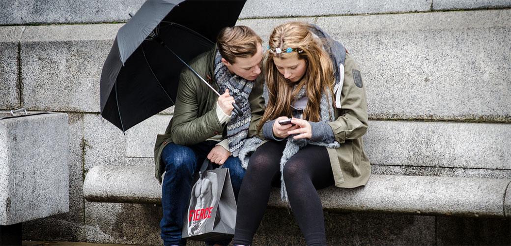 Srbi gledaju u telefone 5 sati dnevno