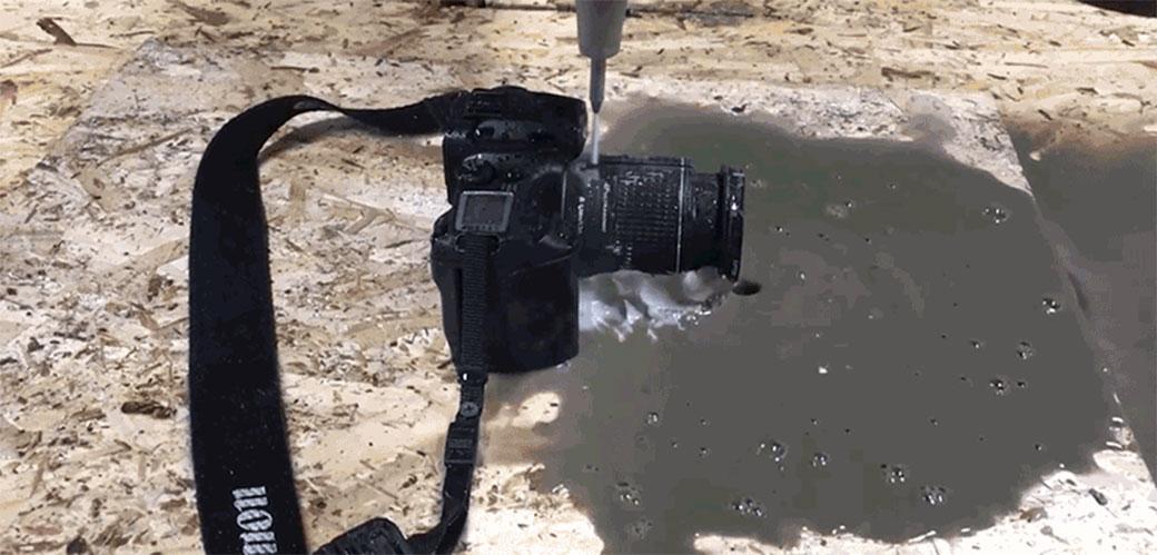 Ono kad voda iseče foto aparat