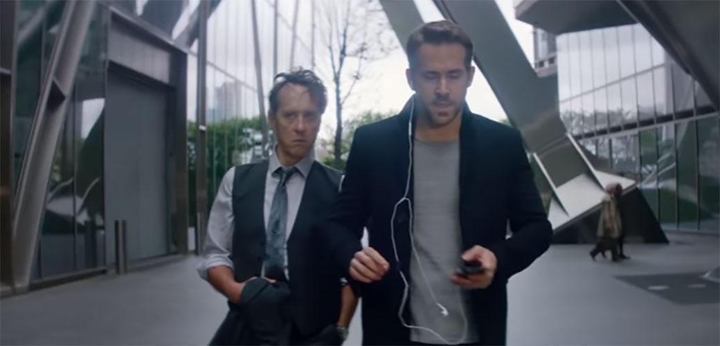 Ryan Reynolds i Samuel L. Jackson u filmu