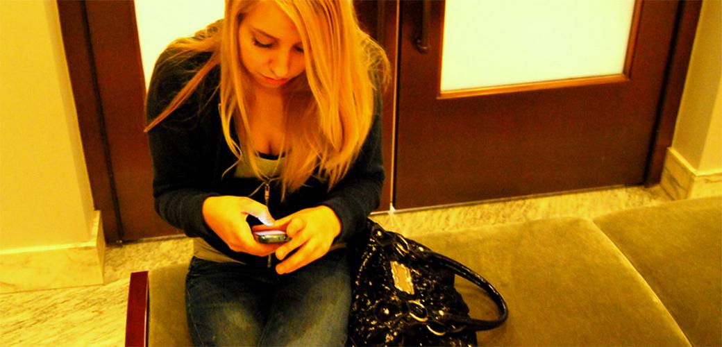 Slika: Uveče ne blenite u telefon