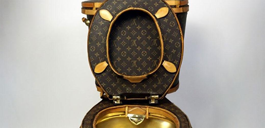 Toalet od Louis Vuitton torbi