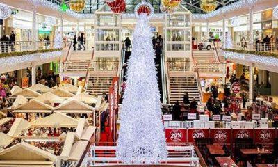 Nova godina: Deda Mrazevi u tržnim centrima