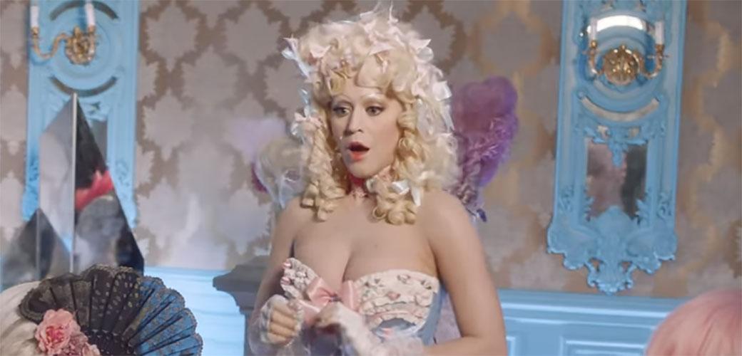 Katy Perry ostala bez glave