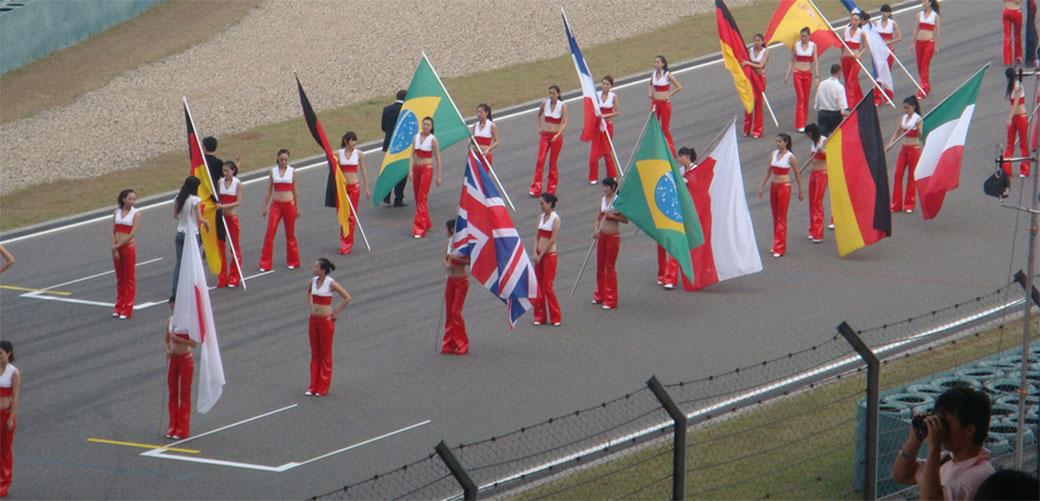 F1 sklanja devojke sa staza