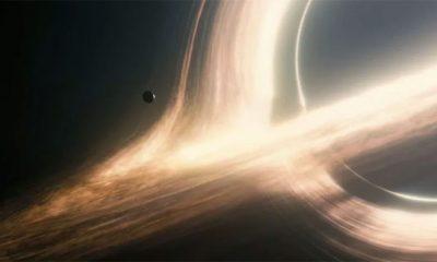 Šta bi se desilo da upadnemo u crnu rupu?