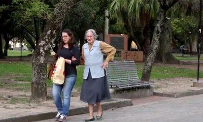 Da li biste pomogli baki sa teškim kesama?