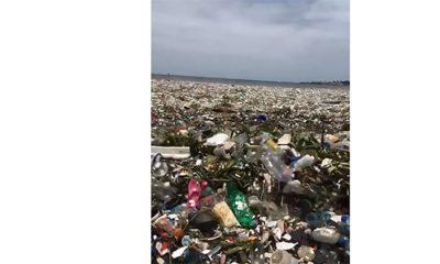 Snimljen talas od 30 tona plastike  %Post Title
