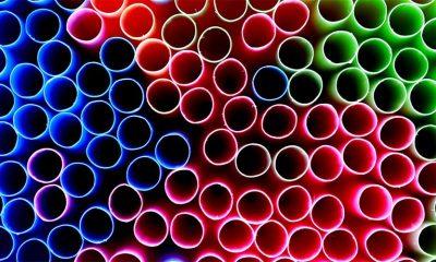 Velika Britanija zabranjuje plastične slamke i štapiće za uši