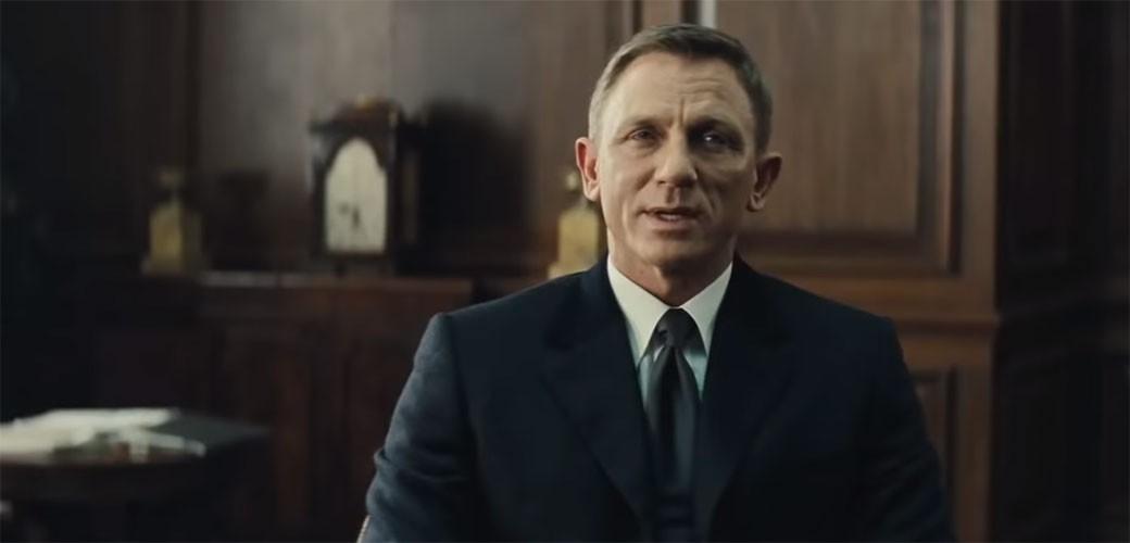 James Bond je notorni alkoholičar