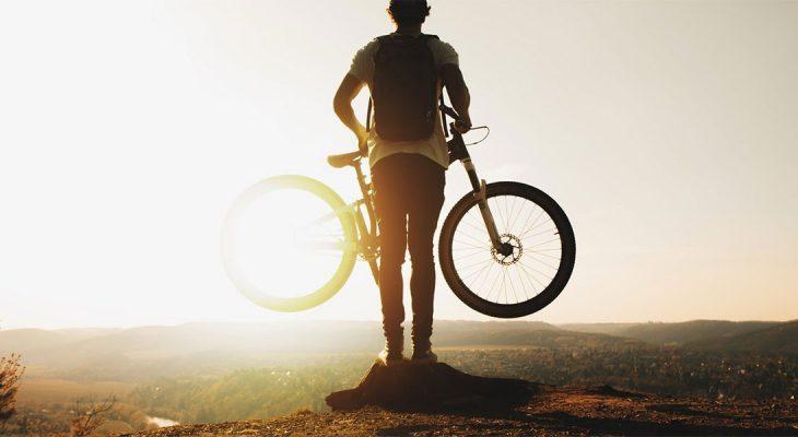 Ljudi idite na posao biciklom