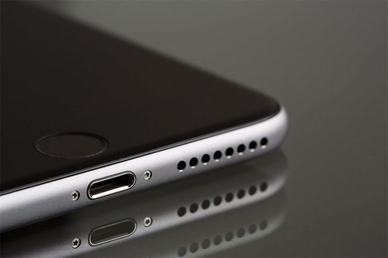 univerzalni-mobilni-punjac-za-iphone-i-android
