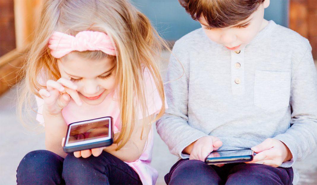 kada-detetu-kupiti-mobilni-telefon